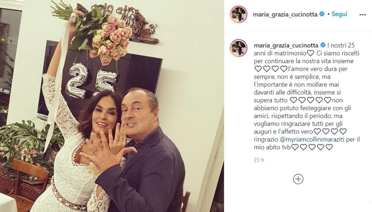 Maria Grazia Cucinotta, il selfie dal basso fa sognare: bellissima – FOTO