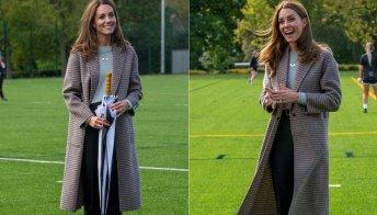 Kate Middleton all'università: il cappotto è super ma il look è dimesso