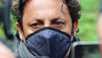 Gigi Proietti, il dolore di Enrico Brignano per la sua scomparsa: Paolo Bonolis lo consola