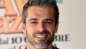 """Oggi è un altro giorno, Luca Argentero papà: """"Io, campione di cambio del pannolino"""""""
