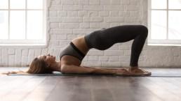 Circuito per allenare gambe e glutei a corpo libero