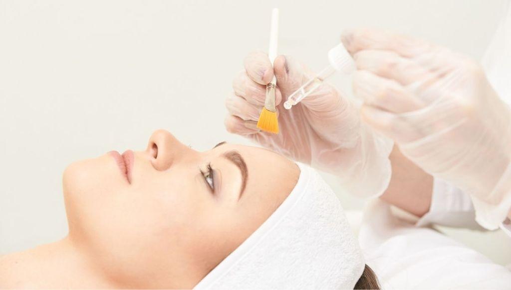 Trattamento peeling acido salicilico per pelle grassa e impura