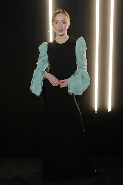 La pagella dei look di Phoebe Dynevor