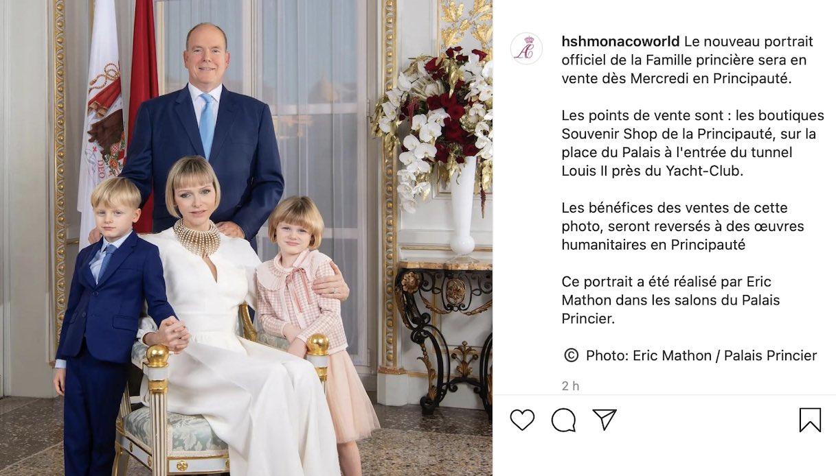 Charlene di Monaco splendida in bianco nel nuovo ritratto ufficiale di famiglia