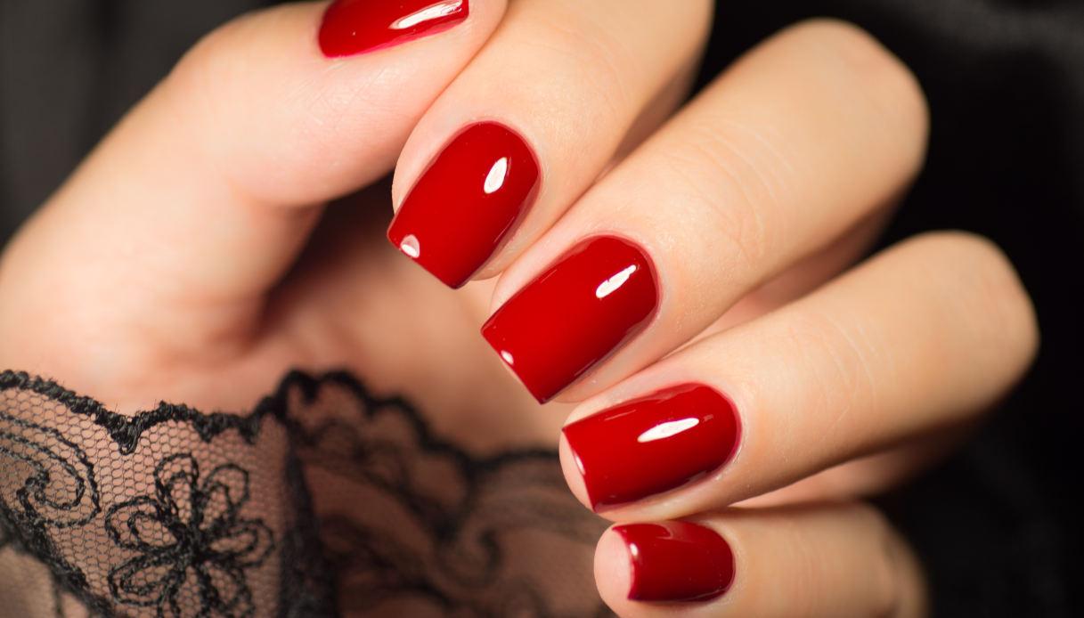 Unghie rosse per San Valentino