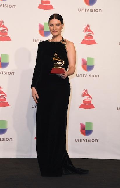 Laura Pausini abito monospalla