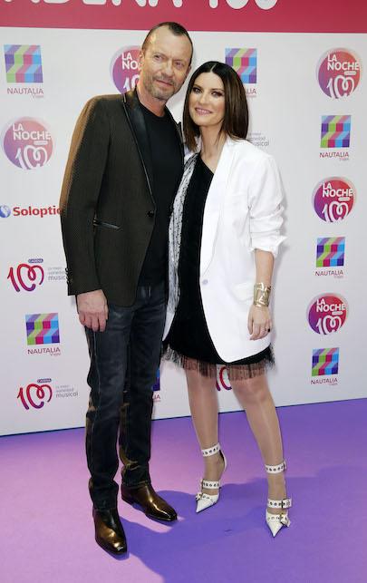 Laura Pausini giacca bianca