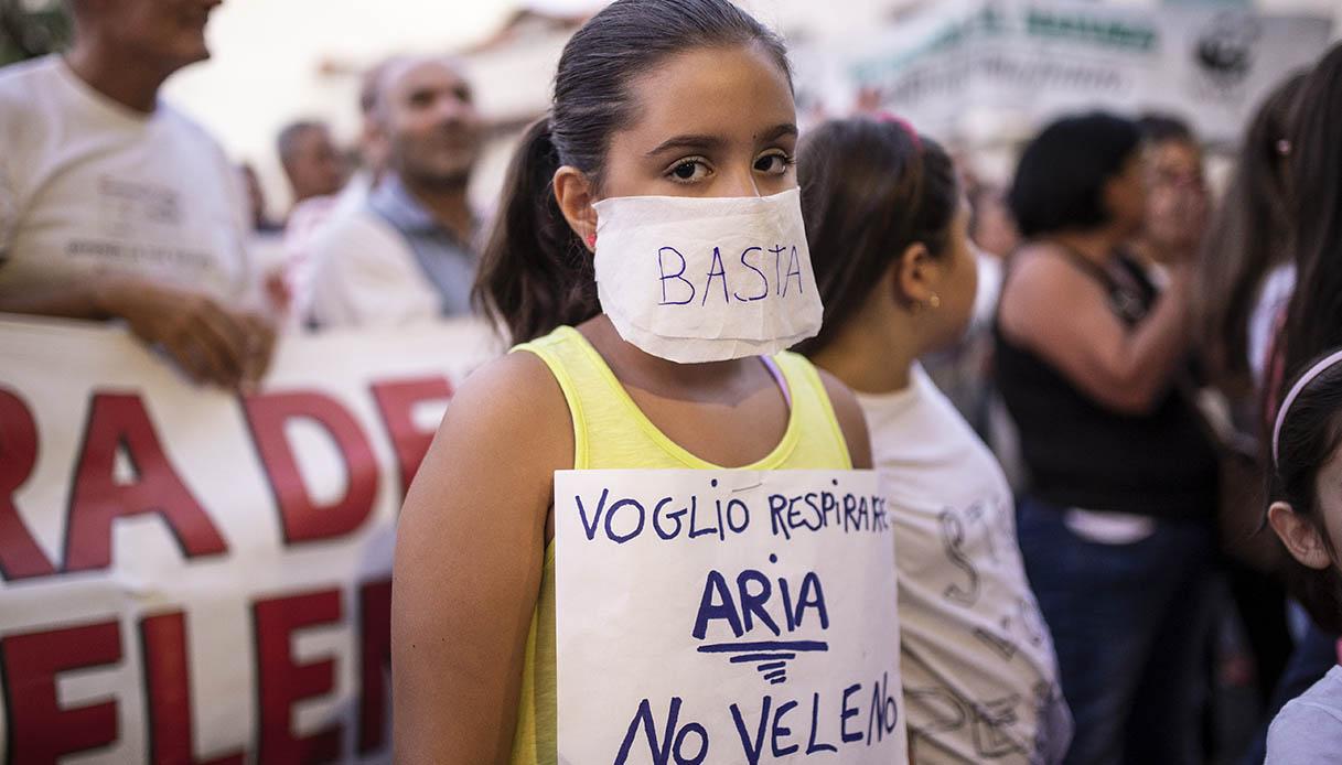 bambina protesta