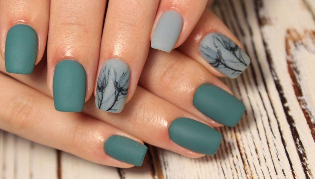 mani unghie smalto verde e decori nail art