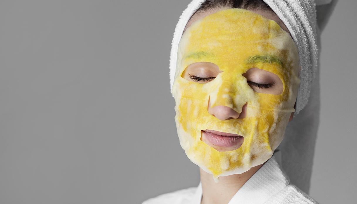 Maschera tessuto gialla donna