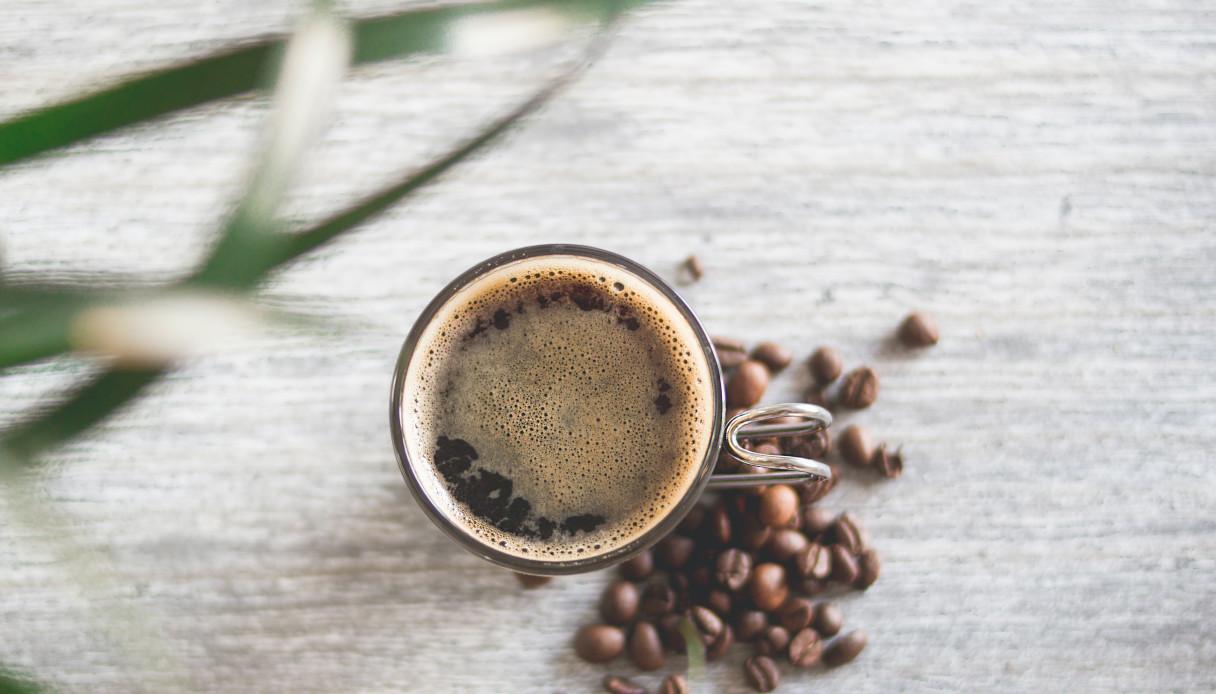 Maschera contorno occhi fondi di caffè