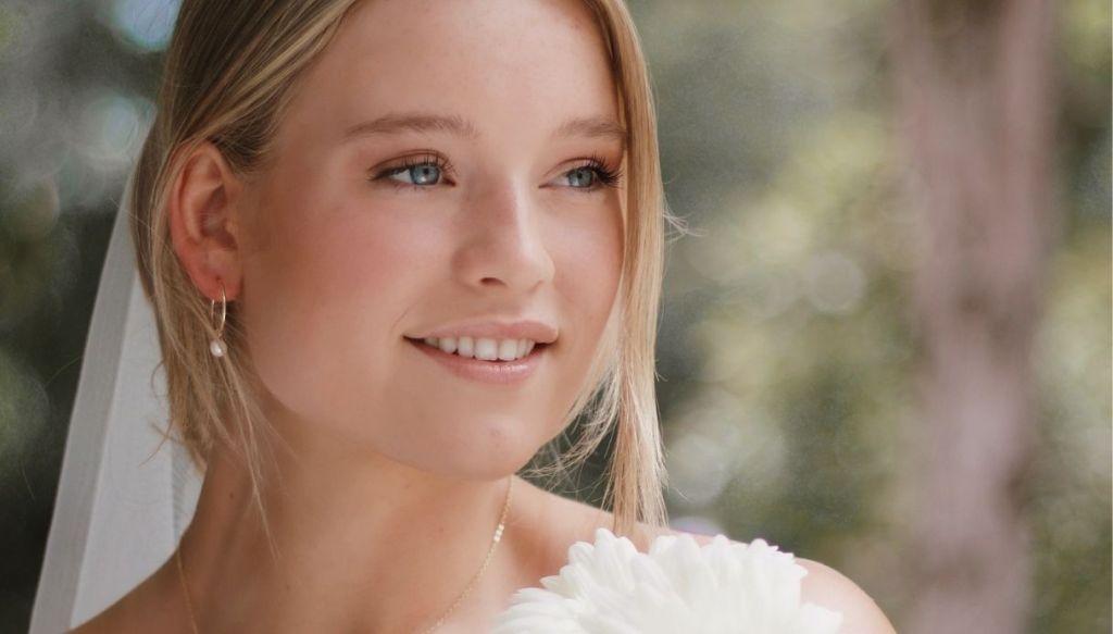 ragazza bionda sposa occhi azzurri trucco naturale