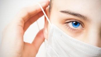 Mascherine sul viso, come proteggere la pelle in vista dell'estate