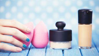 """Beauty blender, come si usa? I suoi """"mille"""" utilizzi e come conservarla"""