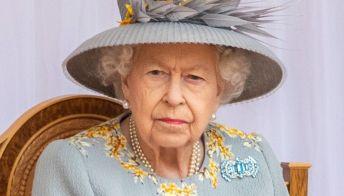 Regina Elisabetta sola al Trooping the Colour: una festa a metà