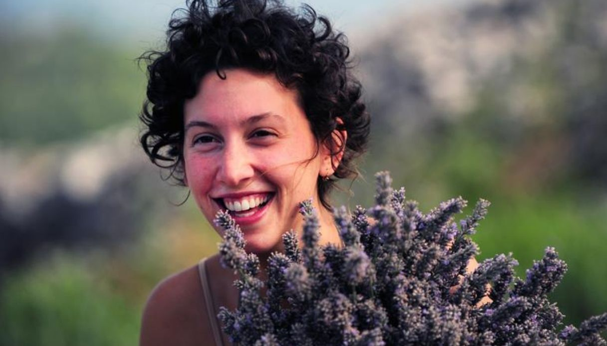 donna sorride in croazia