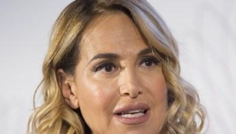 """Barbara D'Urso vittima di uno stalker: """"Il mio stile di vita è cambiato, ho paura"""""""