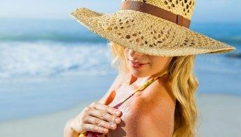Melanoma: sintomi, rischi e prevenzione. I consigli della dermatologa