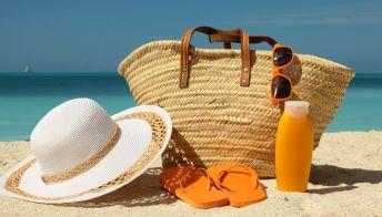 10 must have da spiaggia: prodotti essenziali da avere al mare