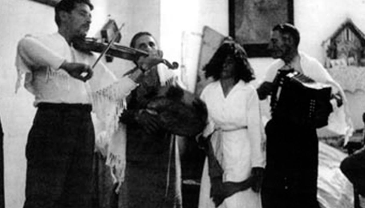 Luigi Stifani, Salvatora Marzo, Pasquale Zizzani, durante l'esorcismo di una tarantata