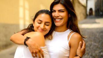 Amici, confidenti, rivali: così fratelli e sorelle influenzano la nostra vita