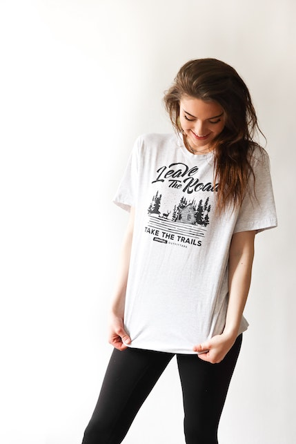 Outfit con la t-shirt bianca: ecco 4 idee di look