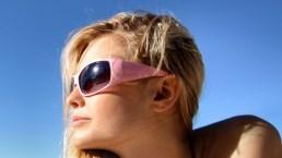 Come proteggere gli occhi in estate e quali sono i rischi