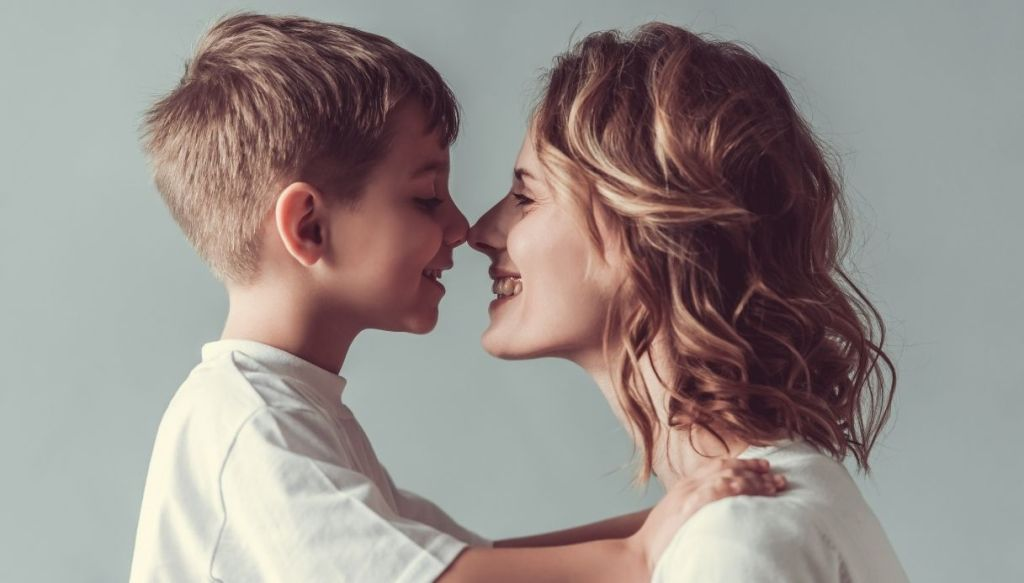 mamma e bambino, come intervenire se il bambino parla male