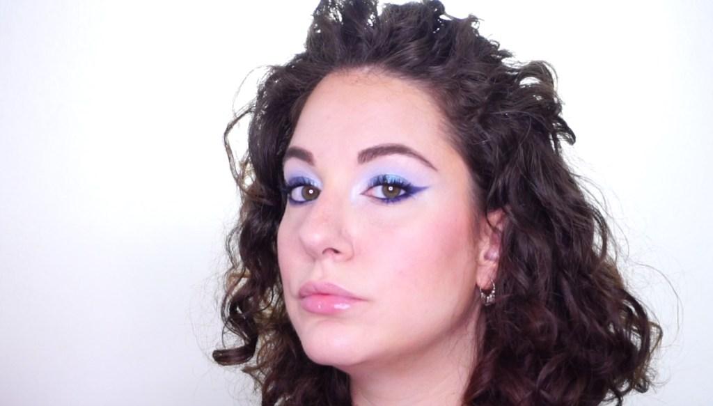 Trucco azzurro e blu luminoso trucco colori mare