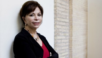 Isabel Allende, la donna dietro la scrittrice