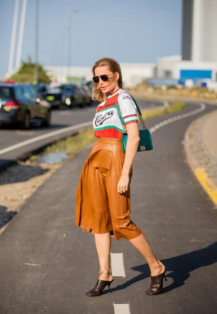 Come indossare la gonna in pelle midi: ecco 4 idee