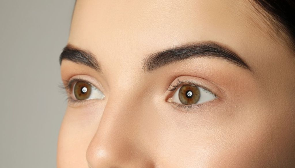 pelle viso perfetta levigata uniforata donna occhi nocciola