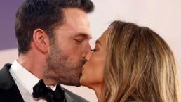 Venezia 2021, Jennifer Lopez e Ben Affleck innamorati: il bacio mozzafiato