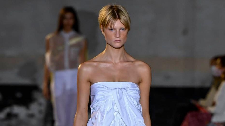 Milano Fashion Week: primavera 2022 all'insegna del bianco