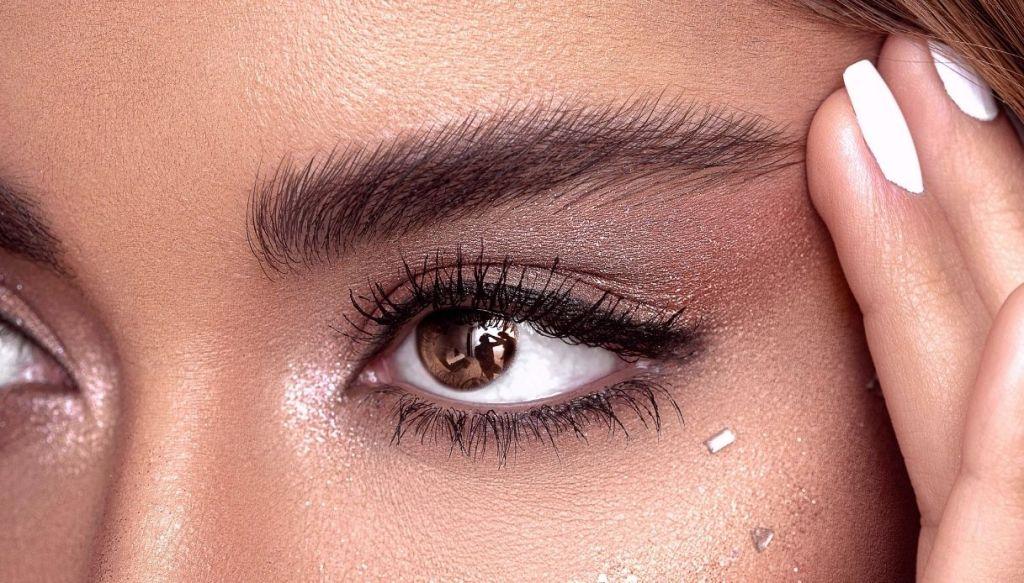 trucco eyeliner luminoso