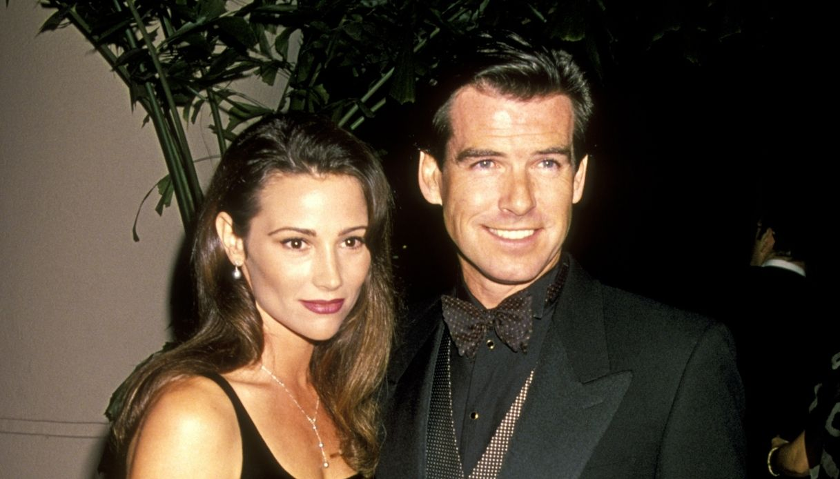 Pierce Brosnan e la moglie Keely Shaye Smith negli anni Novanta