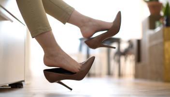 Far togliere le scarpe agli ospiti: ecco le regole per farlo nel modo giusto