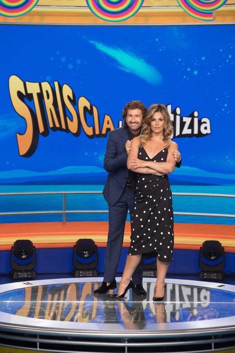 Vanessa Incontrada Alessandro Siani Striscia la Notizia
