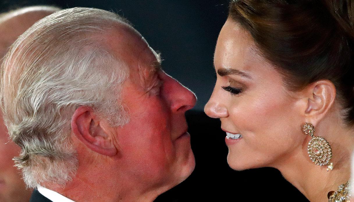 Carlo Kate Middleton bacio