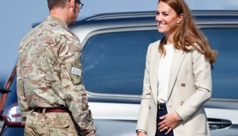 Kate Middleton, il blazer fantastico e i pantaloni a palazzo
