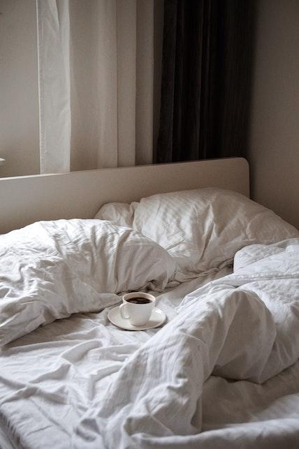 Tessuti sostenibili per letti e divani: cosa scegliere