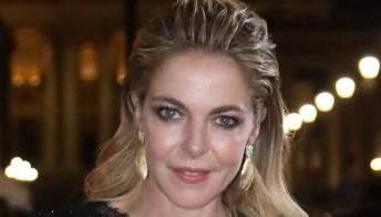 Claudia Gerini, abito in pizzo nero e spacco alla Festa del Cinema di Roma