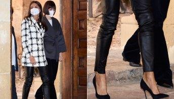 Letizia di Spagna ci insegna come indossare i leggings in pelle